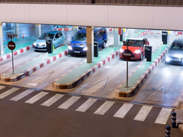 Telecamere-lettura-targhe-parcheggi-automatizzati